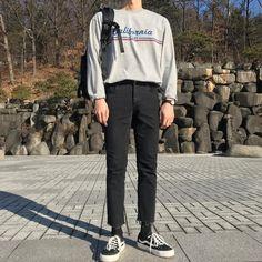 Korean Fashion Men, Korean Street Fashion, Kpop Fashion, Fashion Outfits, Retro Outfits, Cool Outfits, Casual Outfits, Aesthetic Fashion, Aesthetic Clothes