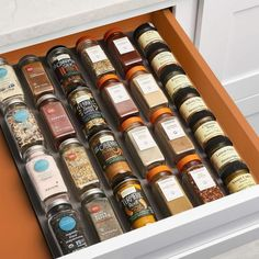 The best spice rack ideas to keep your spice jars organized. A great selection of spice organizers to fit your drawer, cabinet door and countertop. Spice Rack Organization, Home Organization, Organizing Ideas, Spice Bottles, Spice Jars, Best Spice Rack, Drawer Spice Rack, Storing Spices, Organize Spices