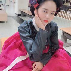 Kim So Hyun Fashion, Kim Sohyun, Kdrama, Bomber Jacket, Jackets, Fandoms, Make Up, Down Jackets, Jacket