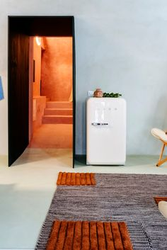 Our FAB10 mini-fridge's are the perfect addition to any commercial bedroom.  Mini Fridge, Refrigerator, Vegetable Drawer, Small Fridges, Bored At Home, Kitchen Units, Energy Consumption, Retro Design, Adjustable Shelving