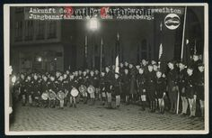 orig. WWII Photo - Hitler Youth - consecrated flags o the Römerberg in Frankfurt a.M.