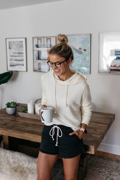 Fashion Tips Outfits 26 Comfy and Cute Lounge Wear for 2020 lounge wear.Fashion Tips Outfits 26 Comfy and Cute Lounge Wear for 2020 lounge wear Lazy Day Outfits, Casual Outfits, Cute Outfits, Fashion Outfits, Fashion Tips, Cute Lounge Outfits, Fashion Women, Women's Shorts Outfits, Pants Outfit