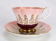 Šálek na čaj * růžový porcelán zdobený zlatem.