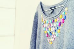 Instead of going shopping, you can beautify the old pullover - with rhinestones, with leather applications or with bows. We show you some DIY projects that make even the most bo Old Sweater, Sweaters, Jumper, Alter Pullover, Diy Fashion Projects, Classy Winter Outfits, Girls Crop Tops, Couture, Refashion