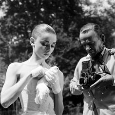 Audrey Hepburn and Fred Astaire on the set of 'Funny Face' (Film; Fred Astaire, Golden Age Of Hollywood, Classic Hollywood, Old Hollywood, Hollywood Glamour, Ingrid Bergman, My Fair Lady, Lauren Bacall, Ava Gardner