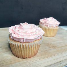 《Rose Cupcakes》🌹🍧