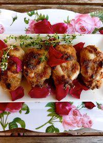 Codornices con pétalos de rosas.