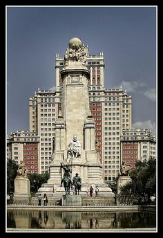 La plaza de España de Madrid es una gran plaza situada en el casco histórico de la ciudad, en el centro de la cual se encuentra una gran fuente dedicada a Miguel de Cervantes.  Enfrente de la estatua de Don Quijote y Sancho Panza, está ubicado un est Barcelona Airport Private Arrival Transfer Excursions in Barcelona Vacations in Barcelona Sightseeing tours, airport transfers, taxi, interpreter and your personal guide in Bar
