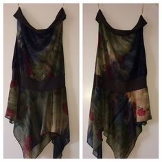 Strapless party top Strapless party top! Dark green with red, yellow in it! Vey beautiful and comfy! Worn a couple times! Perfect condition Forever 21 Tops