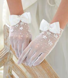 ウェディンググローブ【ショートグローブ】 オーガンジー リボン&ミニブロッサム Hand Accessories, Wedding Dress Accessories, Wedding Dresses, Gloves Fashion, Lace Gloves, Floral Gloves, Wedding Gloves, Looks Chic, Kawaii Clothes
