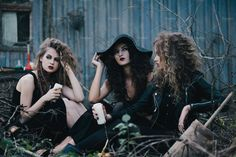 Three vintage witches gathered for the Sabbat eve of Halloween Vintage Witch Photos, Vintage Halloween Photos, Cool Halloween Costumes, Couple Halloween, Halloween Makeup, Witch Makeup, Clown Makeup, Witch Coven, Halloween Photography