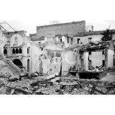 DESTROZOS DE LA AVIACIÓN NACIONAL EN EL BARRIO DE ARGÜELLES. RESTOS DE LA IGLESIA DEL BUEN SUCESO, EN LA CALLE DE MARIO ROSSO DE LUNA.1937