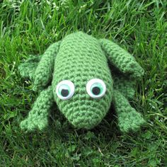 Spiderling Dreams: Free Crochet Bullfrog Pattern!