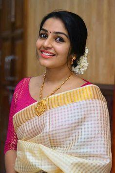 My wedding jewellery Indian Beauty Saree, Indian Sarees, Kerala Saree Blouse Designs, Set Saree, Elegant Saree, Saree Look, Traditional Sarees, Traditional Outfits, Beauty Full Girl