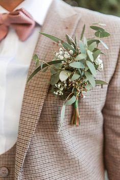 grooms button hole featuring eucalyptus and gypsopheliea. Louis and Georgia's minimal rustic wedding at The Kingston Estate, a country house wedding venue in Devon. Image by Jennifer Jane Photography. Country Wedding Groom, Pub Wedding, Country House Wedding Venues, Country Wedding Dresses, Wedding Outfits, Dream Wedding, Wedding Flower Arrangements, Wedding Bouquets, Wedding Buttonholes