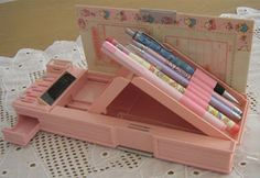 nostalgia time - Pencil case box, with little compartments. Childhood Memories 90s, Childhood Toys, Pencil Boxes, 80s Kids, Little Twin Stars, Sweet Memories, Old Toys, School Supplies, Vintage Toys