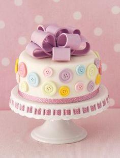 Já pensou em comemorar seu aniversário em grande estilo? Fazer uma festa que é a sua cara e transmitir o seu amor pela moda? Então se prepare para esses bolos, pois eles vão te enlouquecer!  …