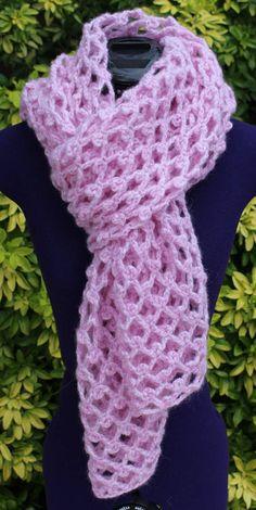 Orchidée est une étole réalisée au crochet avec un fil 70% alpaga, 23% polyamide et 7% laine.    Sa couleur rose pâle ou rose tendre est la couleur de la séduction, du romantisme et de la féminité !    Toute vaporeuse, elle se présente dans un unique point fantaisie et est entièrement