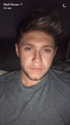 Niall tonight on snapchat  He's so sexy with those eyes and that hair. :)