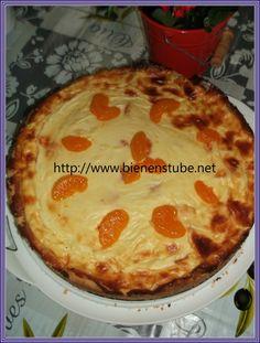 Käsekuchen mit Schmadcreme und Früchten