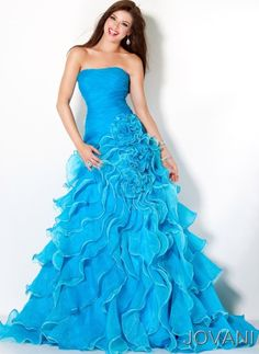 Best dress ever, I would use this for prom! :D