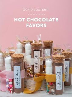 These are the most adorable hot chocolate favors ever! Hot Chocolate Favors, Chocolate Diy, Chocolate Powder, Hot Chocolate Mix, Chocolate Lovers, Christmas Food Gifts, Holiday Treats, Holiday Gifts, Diy Christmas