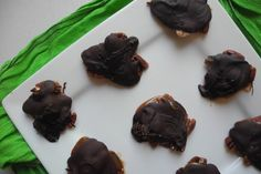 Homemade Turtles with Dark Chocolate and Sea Salt | Munch Rat #turtles #sweets #chocoholic #caramel #pecans #homemade #soeasy #quick #foodgasm #foodporn