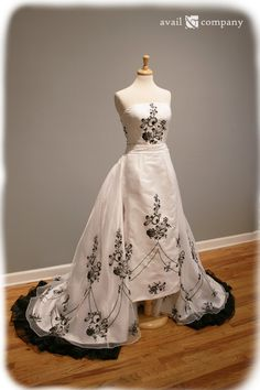 Black and White Wedding Dress with Removable train. Convertible bridal gown with beautiful embroidery. Gothic style with a historic vintage nod. A gorgeous offbeat wedding dress for a winter day. Audrey Hepburn, Unique Dresses, Vintage Dresses, Bridal Gowns, Wedding Gowns, Convertible Wedding Dresses, Sabrina Dress, Offbeat Bride, Black And White Style