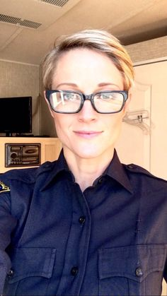 Teri Polo so Beautiful! Adam Foster, Foster Family, Teri Polo, Cute Glasses, Grow Out, Woman Crush, Protective Styles, Girl Crushes, Favorite Tv Shows