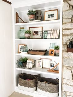 Home Decoration Rustic How to Style Open Shelves: 3 Tips for an Uncluttered Look.Home Decoration Rustic How to Style Open Shelves: 3 Tips for an Uncluttered Look Living Room With Fireplace, Home Living Room, Shelf Ideas For Living Room, Built In Shelves Living Room, Bookshelves In Living Room, Living Area, Kitchen Living, Bright Living Rooms, Living Room Toy Storage