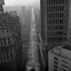 Vista da avenida São João, São Paulo, década de 1950 Foto Chico Albuquerque [Convênio Museu da Imagem e do Som – SP/Instituto Moreira Salles]