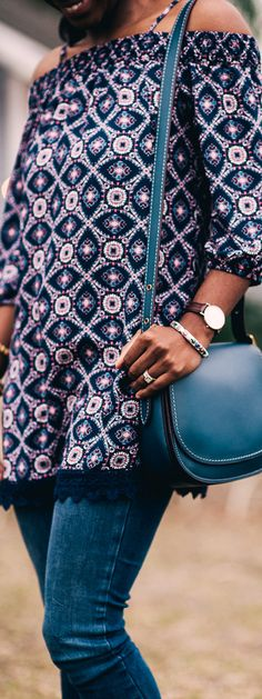Navy Print off the shoulder cold shoulder dress from Trixxi, Feather soft skinny jeans from H&M, Coach saddle cross body bag, Daniel Wellington watch, Sidelinesocialite.com #coach #coachholiday