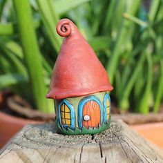 Green Faerie House : make with poly clay Polymer Clay Fairy, Polymer Clay Sculptures, Fimo Clay, Polymer Clay Projects, Sculpture Clay, Clay Crafts, Clay Houses, Ceramic Houses, Sculpture Projects