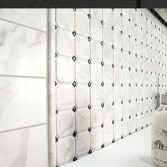 #mosaictile #porcelaintile #walls #floors #tile #tilestyle #tileideas #tileaddiction #calacattalook #homedecor #homedesign #bathroomdecor #bathstyle #bathroomideas by classictilenewyork