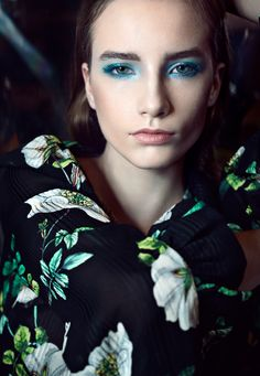 feeling of tropical oceans! Spring/ Summer 2018 Makeup Trends Model Blanka Wasiljew/ mango models  Pic Alex Raynost  Makeup&Hair CecilpkaluzaArt
