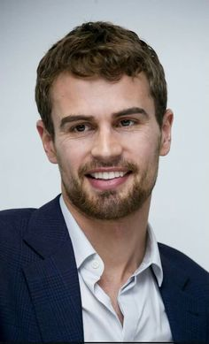 Good Looking Actors, Theo James, Tobias, How To Look Better, Crushes, Celebs, My Favorite Things, Hot, People