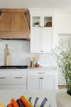 Beautiful Kitchens, Dream Kitchens, Stylish Kitchen, Home Decor Inspiration, Kitchen Inspiration, Model Homes, Home Staging, Kitchen Styling, House Rooms