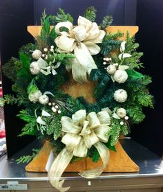 Quick and easy square Christmas wreath