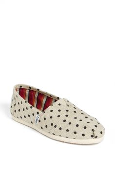 #Toms #shoes #ONEFORONE now are in a huge discount and many new style for you to choose , so please don't think any more and just click the picture to the Toms shoes web and find the best one for yourself.. Just $15.50
