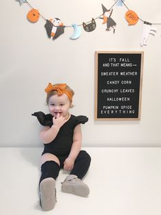 Halloween Baby Pictures, Fall Baby Pictures, Baby Girl Photos, Fall Photos, Newborn Photos, Baby First Halloween Costume, Baby Girl Halloween, Halloween 2020, Halloween Photography