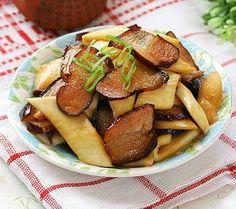 你知道杏鲍菇吗?它可是神奇的菜,吃起来比肉还要美味!内有8道杏鲍菇的煮法,赶快学起来煮给身边的人吃吧!