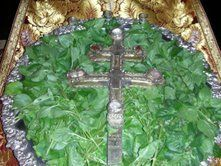 Πώς να φτιάξετε προζύμι από τον βασιλικό της Υψώσεως του Τιμίου Σταυρού- το θαύμα και οι παραδόσεις – Αντέχουμε… Byzantine Icons, Crucifix, Holidays And Events, Asparagus, Food, Mario, Saints, Powder, Recipes