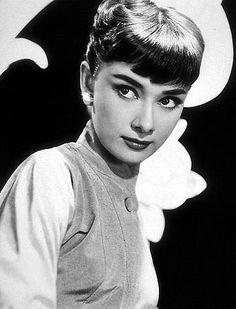 33-345 Audrey Hepburn C. 1952