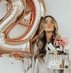 25th Birthday Parties, Birthday Goals, Birthday Party Decorations, Cake Birthday, Happy Birthday, Cute Birthday Pictures, 30th Birthday Ideas For Women, Birthday Party Photography, Birthday Woman