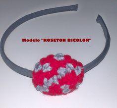 Diadema con rosetón gris-rojo de lana