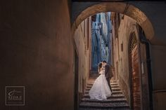 Beautiful kiss in the small alley by Keda.Z Feng on 500px