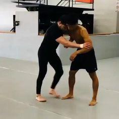 Fight Techniques, Jiu Jitsu Techniques, Martial Arts Techniques, Self Defense Techniques, Self Defense Moves, Self Defense Martial Arts, Karate, Martial Arts Workout, Martial Arts Training