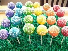 Rainbow Cake Pops - make with oreos for Kendall's party 10 Birthday Cake, Trolls Birthday Party, Troll Party, Unicorn Birthday, Unicorn Party, Birthday Fun, Birthday Parties, No Bake Cake Pops, Cake Push Pops