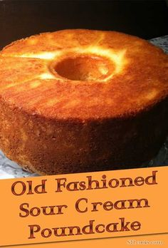 Old-fashioned Sour Cream Pound Cake Some things you just can not improve on. The recipe for this Old-fashioned Sour Cream Pound Cake is one of those things. Just Desserts, Delicious Desserts, Dessert Recipes, Yummy Food, Food Cakes, Cupcake Cakes, Bundt Cakes, Sour Cream Pound Cake, Almond Pound Cakes