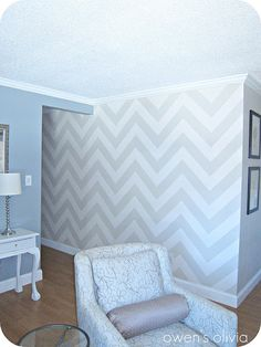 I want this chevron pattern on an accent wall in my room Chevron Accent Walls, Paint Chevron, Striped Walls, Diy Home Decor, Room Decor, Wall Decor, Paredes Chevron, Wall Design, House Design